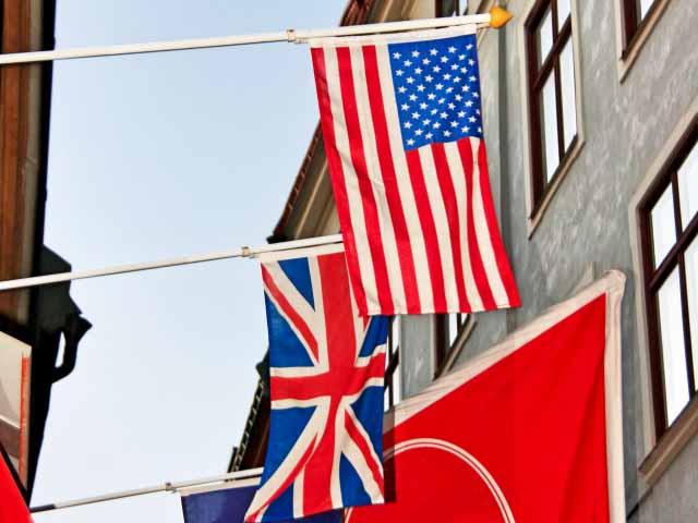 イギリス英語とアメリカ英語を使う国