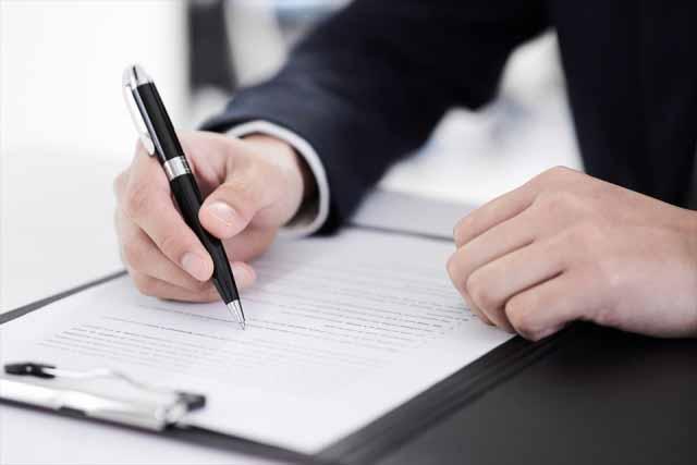 英語で契約書を作成や翻訳をする